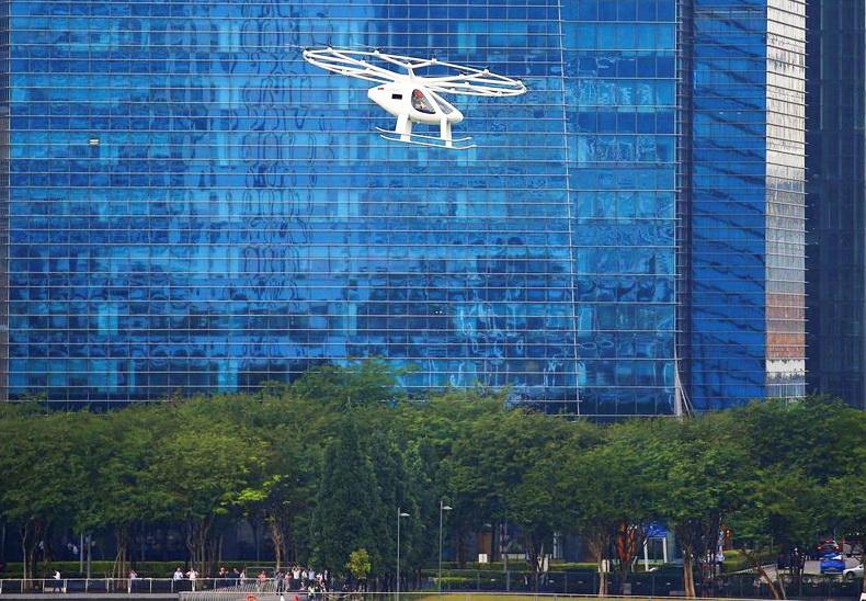 повітряні таксі Volocopter ліьають у Сінгапурі, жовтень 2019 р.
