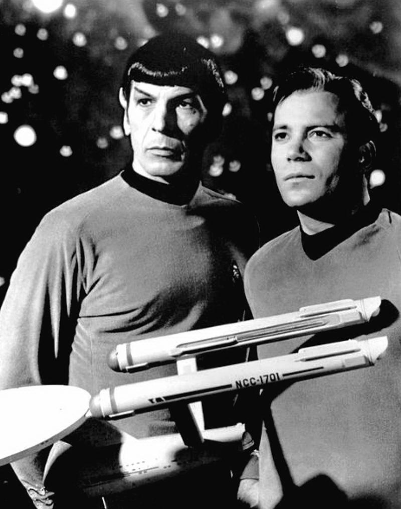 Леонард Німой у ролі командира Спока, Уильям Шетнер в образі капітана Кірка, 1968 р.