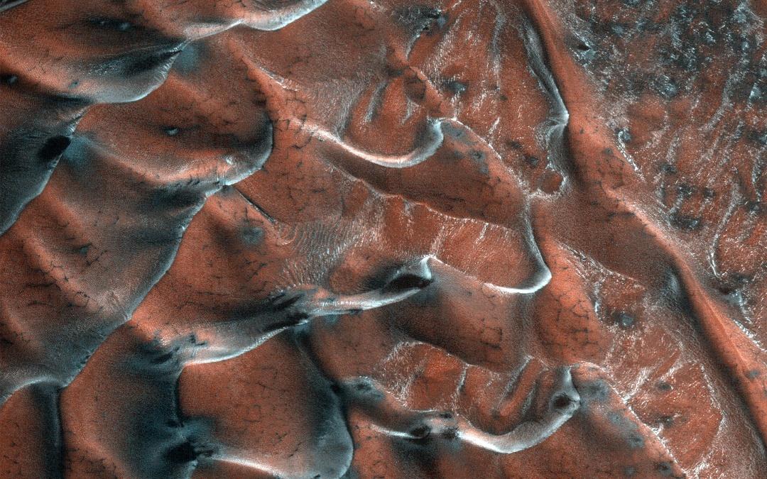 NASA опублікувало фото «заморожених» дюн на Марсі