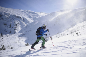 Скітур: лижна мандрівка засніженими Карпатами