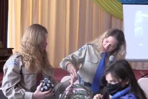 Діаспора передала подарунки для дітей учасників бойових дій з Тернопільщини