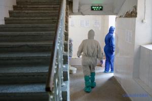 Врач рассказал, сколько пациентов с коронавирусом еженедельно умирают на Закарпатье