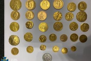 Античное оружие и монеты времен Киевской Руси: СБУ остановила контрабанду почти на $1 миллион