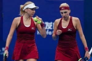 Сестры Киченок покинули парный турнир в Дохе