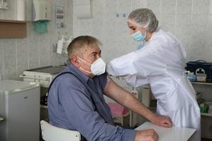 Главный санврач Херсонщины вакцинировался от коронавируса