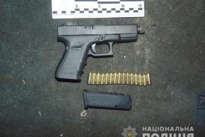 В авто іноземця на столичному Печерську знайшли два пістолети та набої