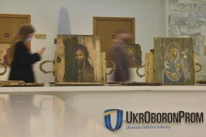 В Укроборонпромі відкрилась виставка «Ікони на ящиках з-під набоїв»