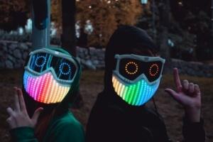Одеський школяр винайшов інтерактивну маску, яка «відчуває емоції»