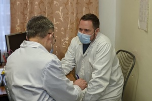 У Харкові директор і 24 медики обласної «інфекційки» зробили COVID-щеплення