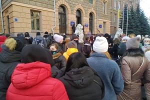 У Чернівцях підприємці «Калинівського ринку» знову вийшли на «карантинний» протест