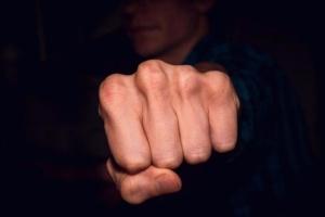 Помічник вихователя у Чернігові вдарив ліцеїста - хлопець втратив селезінку