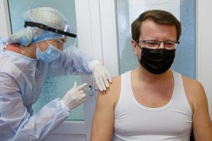Голова Закарпатської ОДА і мер Франківська вакцинувалися від коронавірусу