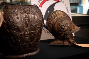 До Лувру повернули вкрадені майже 40 років тому лицарські обладунки