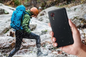 Не боїться висоти і глибини: Samsung представив «броньований» смартфон