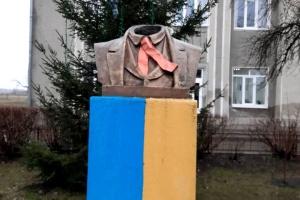 Біля Франківська вандали пошкодили погруддя Шевченка
