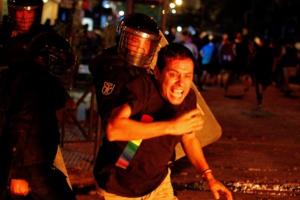 Коронавирусные протесты в Парагвае переросли в столкновения с полицией