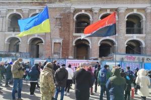 В Киеве акция в защиту Гостиного двора собрала около сотни человек
