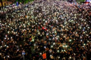 Сотні демонстрантів вимагають звільнити лідерів протестів у Таїланді