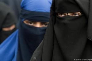 Швейцарія проголосувала за заборону приховувати обличчя у громадських місцях