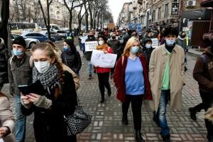 В Запорожье на Марше женщин требовали открыть приют для жертв домашнего насилия