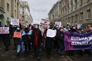 В Харькове состоялся «Марш женской солидарности» в поддержку медиков и волонтерок