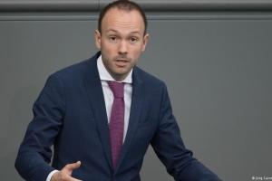 Депутат Бундестага уходит в отставку из-за скандала с закупкой масок