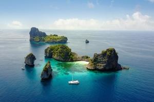 В Таиланде разрешили туристам проводить карантин в море