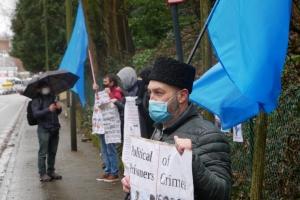 Прекратить репрессии в Крыму: активисты пикетировали посольство РФ в Брюсселе