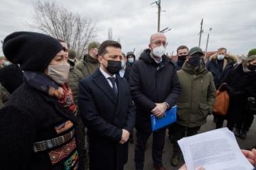 Selenskyj und Michel trafen sich mit Vertretern humanitärer Missionen in Donbass
