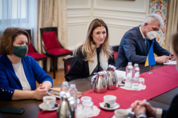 Dzhaparova se reúne con el nuevo jefe de la Oficina del Consejo de Europa en Ucrania