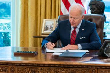Biden prorroga las sanciones contra Rusia por Ucrania
