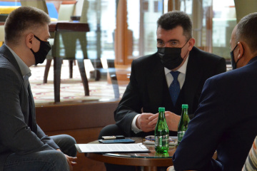 Daniłow - Rozprzestrzenianie się rosyjskich narracji jest niebezpieczne na świecie