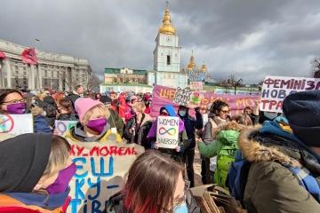 国際女性デーにウクライナ複数都市で女性権利向上を訴える行進開催