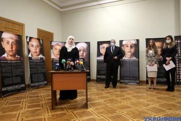 Exteriores ha inaugurado una exposición dedicada a los hijos de los presos políticos tártaros de Crimea