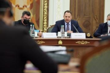 ウクライナ大統領府長官、G20国大使と会談