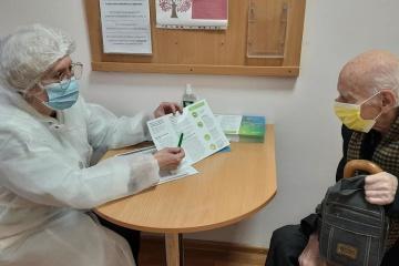 キーウ市内で80歳以上の市民へのコロナワクチン接種が開始