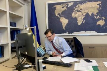 Kuleba: 104 países abiertos para turistas ucranianos