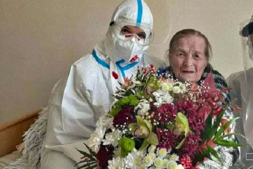 Tscherniwzi: 100-jährige Oma nach Corona aus Krankenhaus entlassen