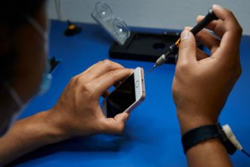 Apple lanza el programa de proveedores de reparación independientes en Ucrania