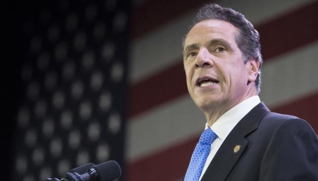Губернатора Нью-Йорка звинуватили у домаганнях