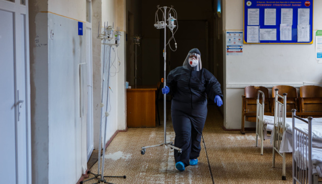 В українській армії - ще одна смерть від коронавірусу і 142 нові випадки інфікування
