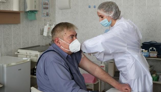 Головний санлікар Херсонщини вакцинувався від коронавірусу