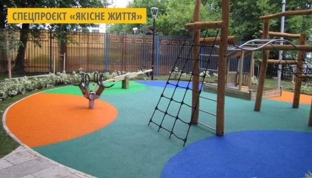 У Мукачеві перероблятимуть вживані шини для покриття дитячих майданчиків