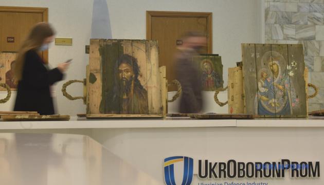 В Укроборонпроме открылась выставка «Иконы на ящиках из-под патронов»