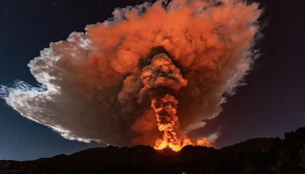 На Сицилии вновь началось извержение вулкана Этна