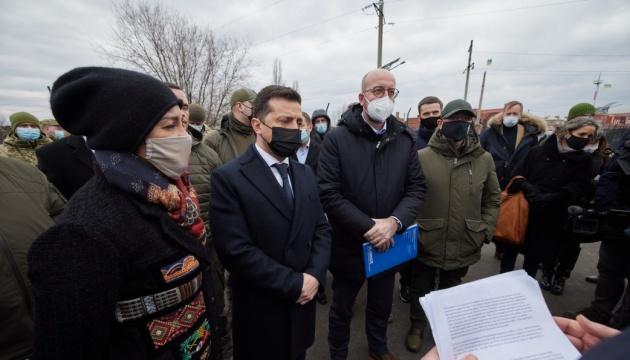 Зеленский и Мишель встретились с представителями гуманитарных миссий на Донбассе