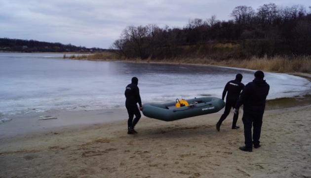 У Запоріжжі двоє дітей провалилися під кригу, водолази знайшли тіло хлопчика