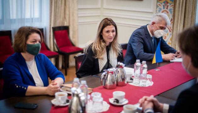 Dschaparowa trifft sich mit neuem Leiter des Büros des Europarates in der Ukraine