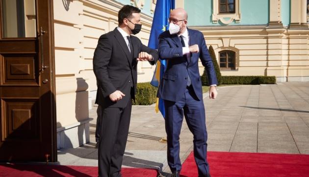 Zelensky y Michel inician negociaciones en el Palacio Mariinsky
