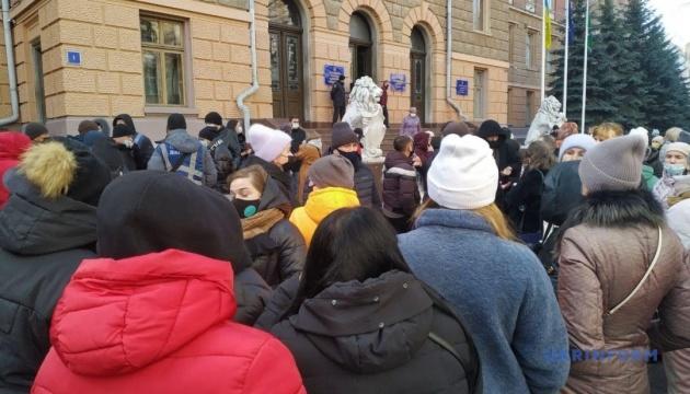 В Черновцах предприниматели «Калиновского рынка» снова вышли на «карантинный» протест